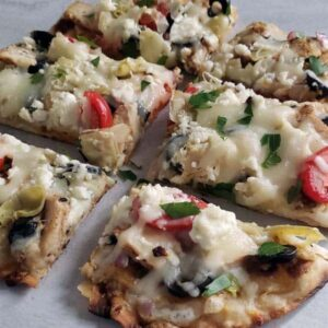 Greek Flatbread Pizza {with homemade tzatziki}